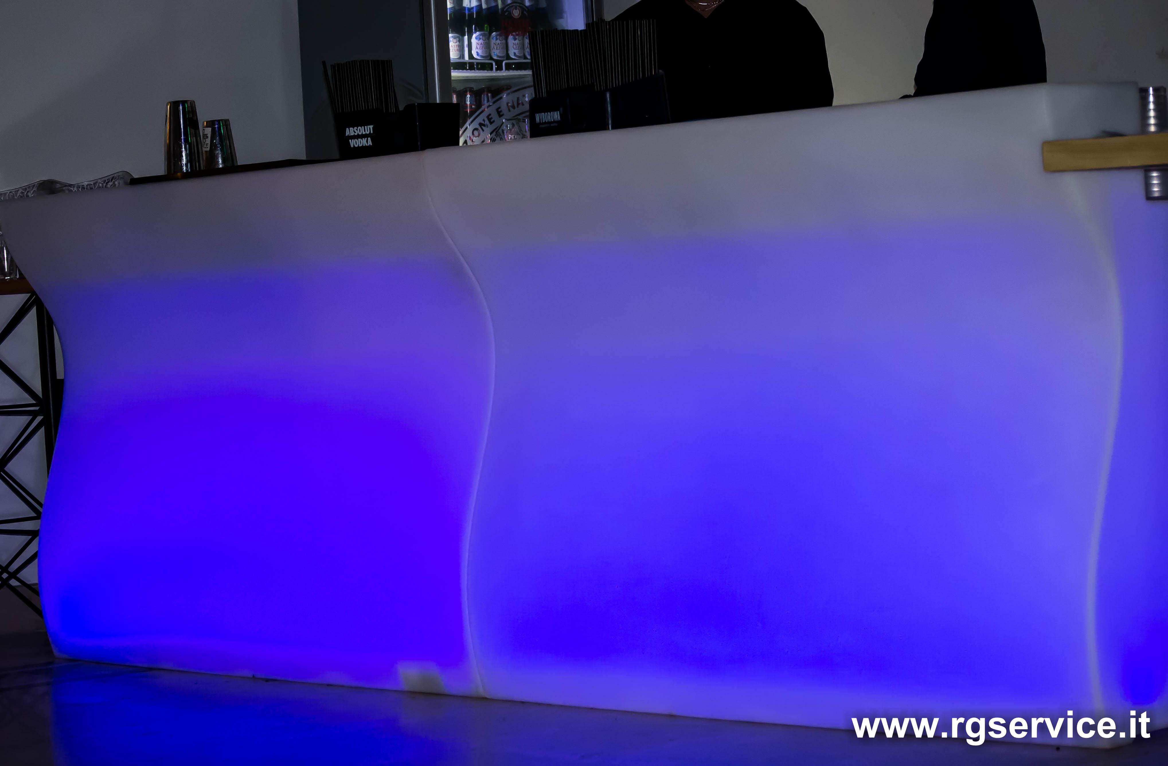 Banconi bar luminosi e banchi bar nuovi e usati r g service for Banconi bar usati roma